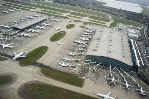 Detienen ebrio a piloto japonés en aeropuerto londinense de Heathrow