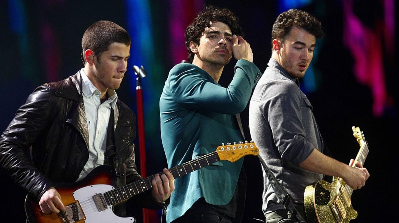 La premier de Chasing Happiness de los Jonas Brothers