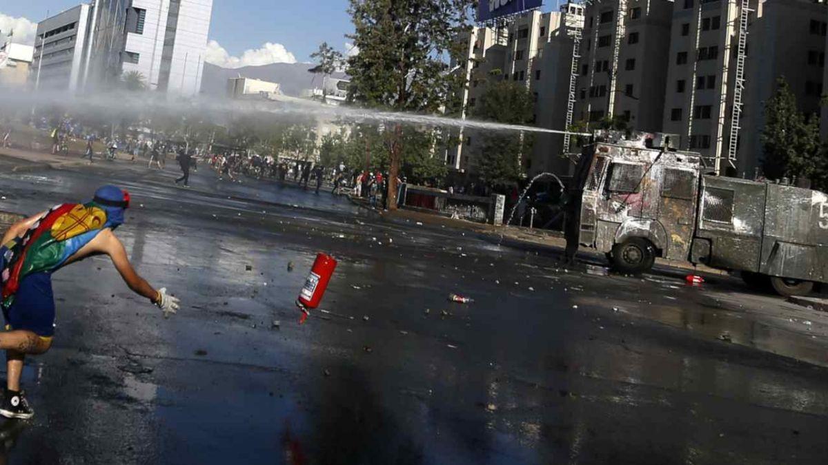 Chile: Estudio revela que los carros hidrantes utilizaban soda caustica