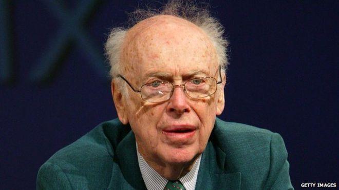 Despojan a un premio Nobel de varios títulos honorarios por opiniones racistas