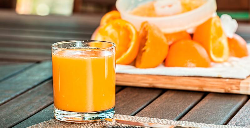 Jugo de naranja, más dañino y letal que un refresco: estudio
