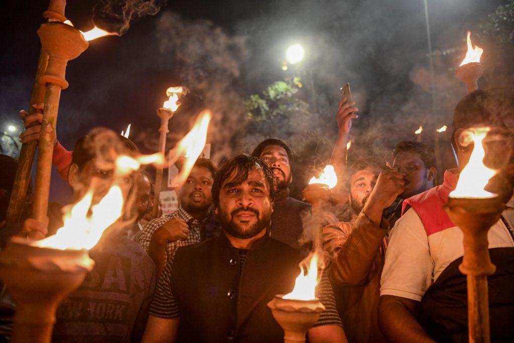 Mueren dos en marchas contra ciudadanía a no musulmanes en la India