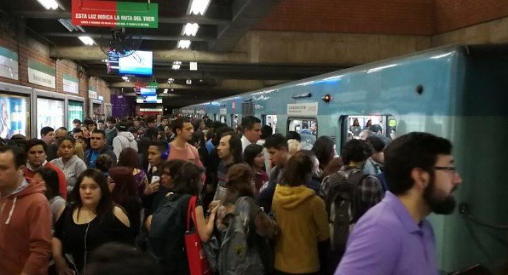 Metro De Santiagio Volvio A Presentar Problemas En Hora Punta