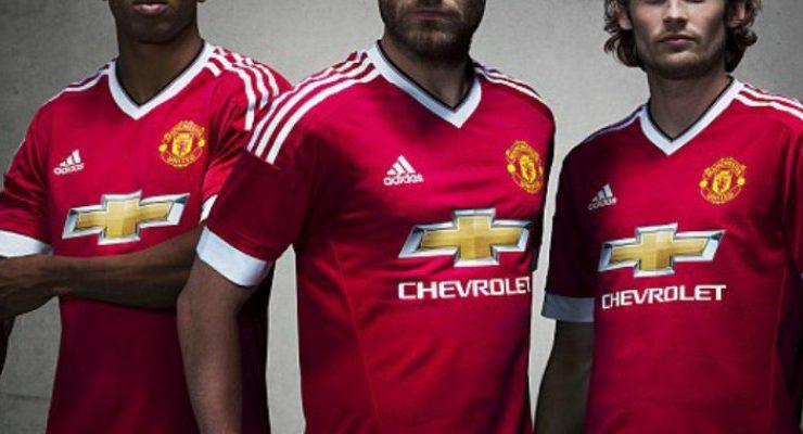 Nueva camiseta del Manchester United abre la polémica al ser tildada como  sexista ba21030ed9621