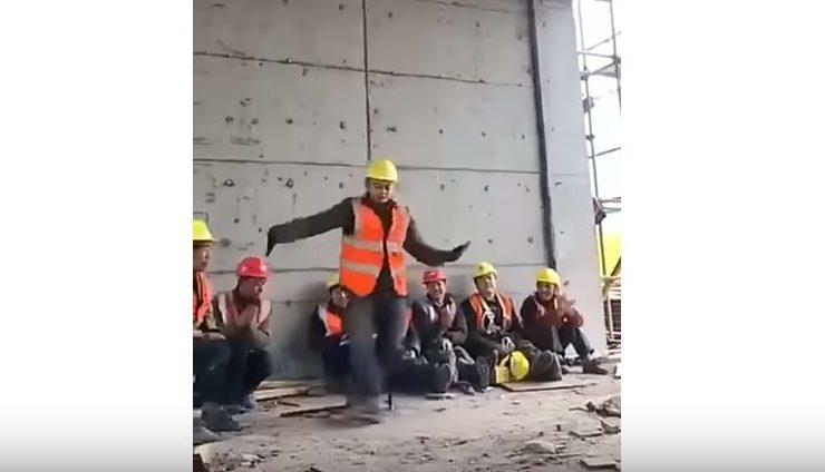 Michael Jackson se reencarna en un obrero de construcción