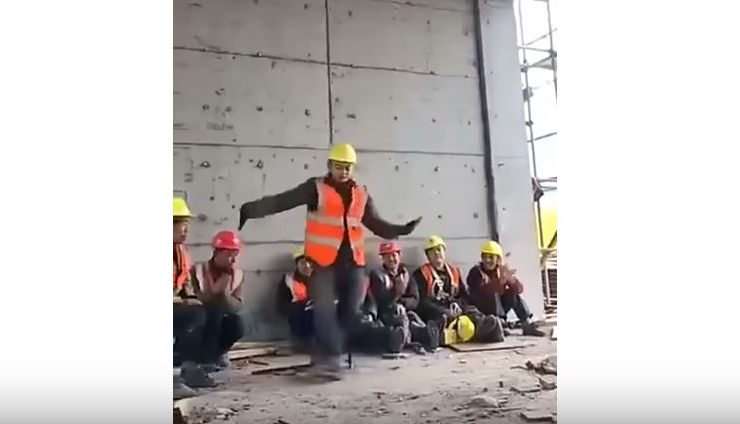 ¡Impresionante! Michael Jackson 'reencarna' en obrero