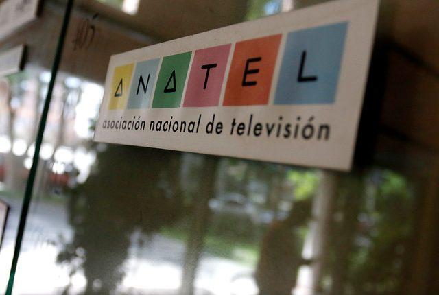 Anatel lanza campaña para celebrar los mayores hitos en la historia de la  TV chilena