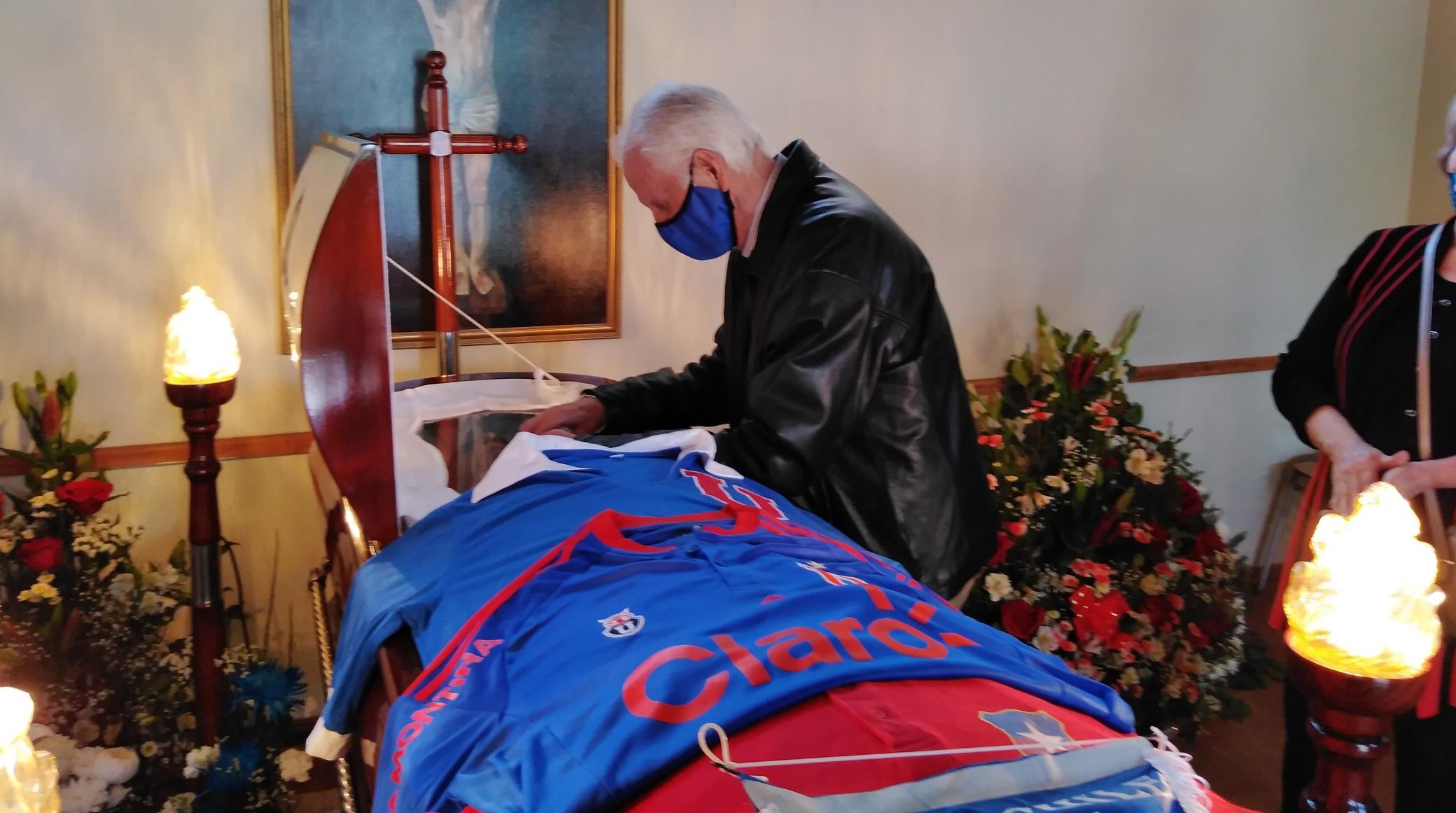 La foto de Leonel Sánchez en el velorio de Carlos Campos que emociona a hinchas azules