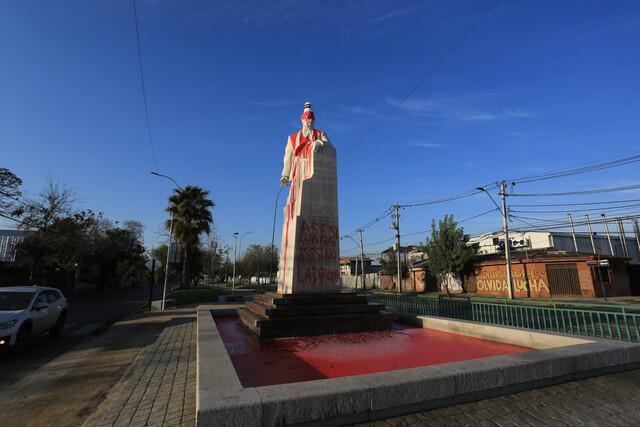 El monumento a Salvador Allende fue cobardemente vandalizado.
