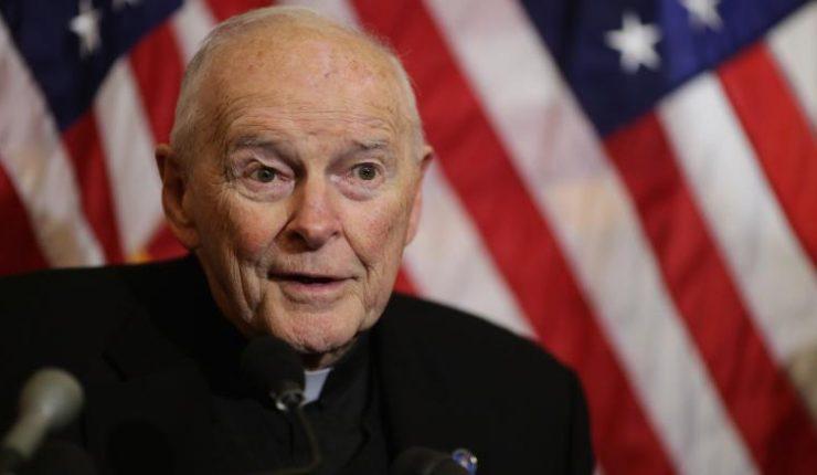 El principal cardenal de Estados Unidos renuncia tras acusaciones de abuso sexual