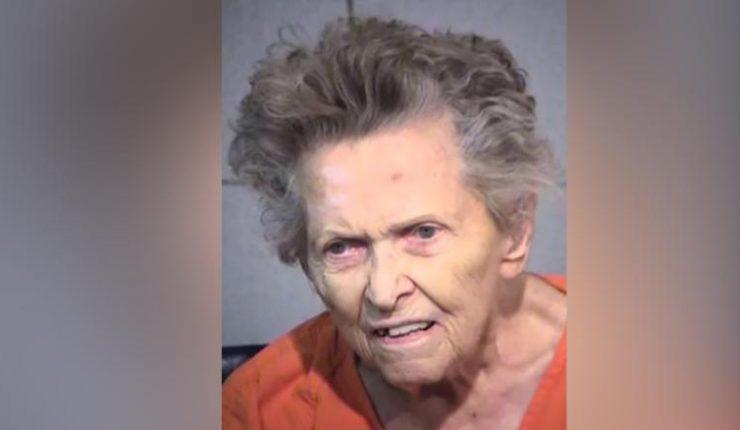 Una nonagenaria de EEUU mata a su hijo de 72 años para no ir a una residencia