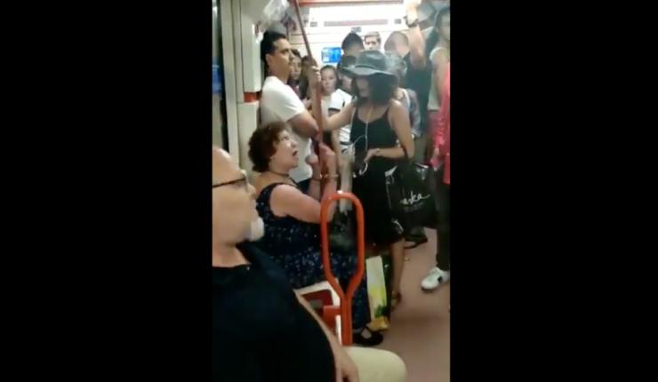 Mujer niega asiento en Metro de Madrid a niña inmigrante latina