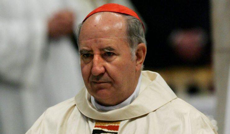 Medio español afirma que el Papa decidió expulsar a Errázuriz de grupo asesor C-9