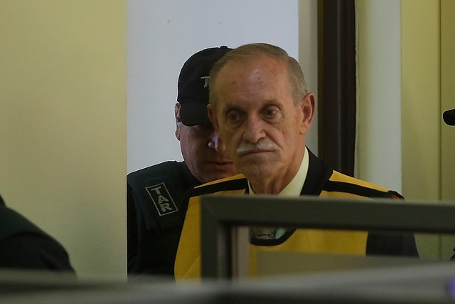 Chile: Destituyen a alto cargo militar por homenaje a genocida