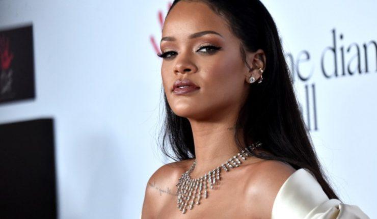 En apoyo a Kaepernick, Rihanna rechaza presentarse en Super Bowl LIII