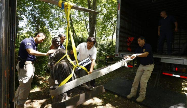 Policía recupera estatuas robadas y armamento de la Guerra del Pacífico