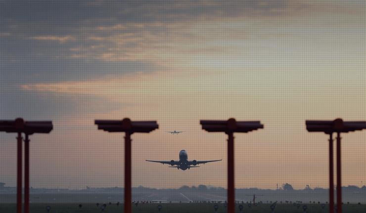 ¿Ovnis? Tres aviones reportaron objetos extraños en la misma noche