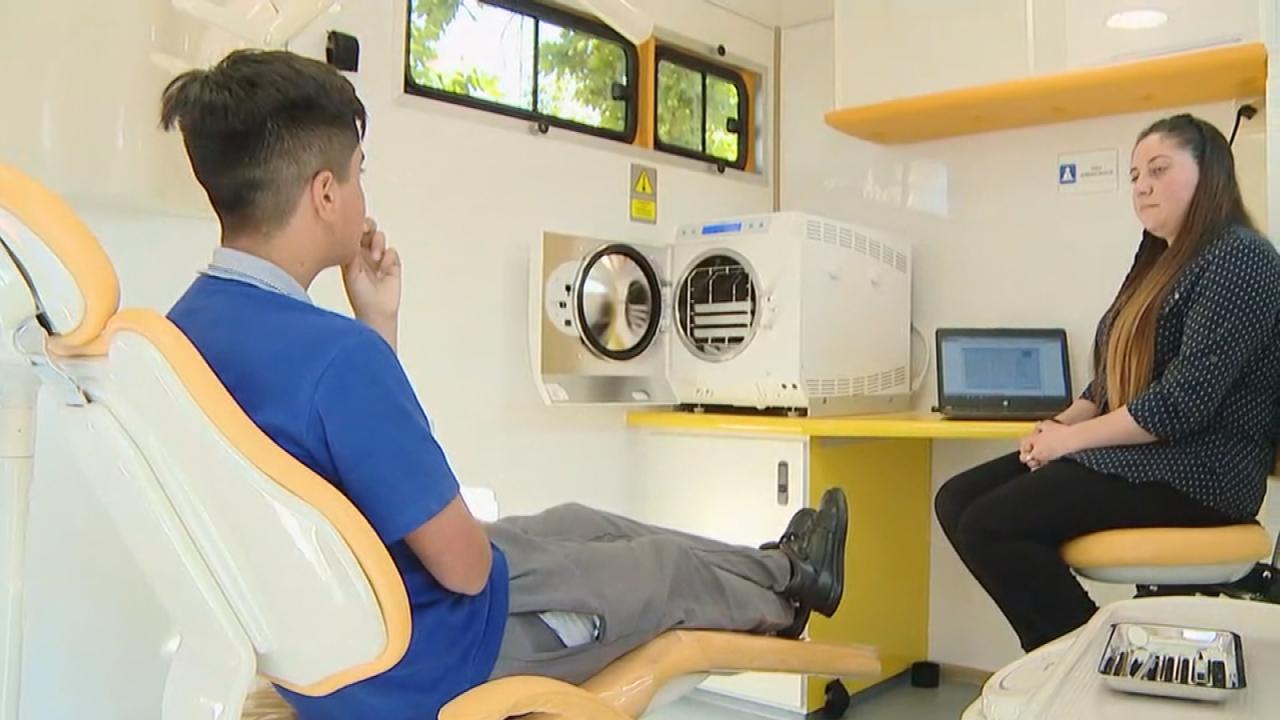 Resultado de imagen para Junaeb estrena módulos dentales móviles que recorrerán Chile para mejorar la salud bucal de los estudiantes