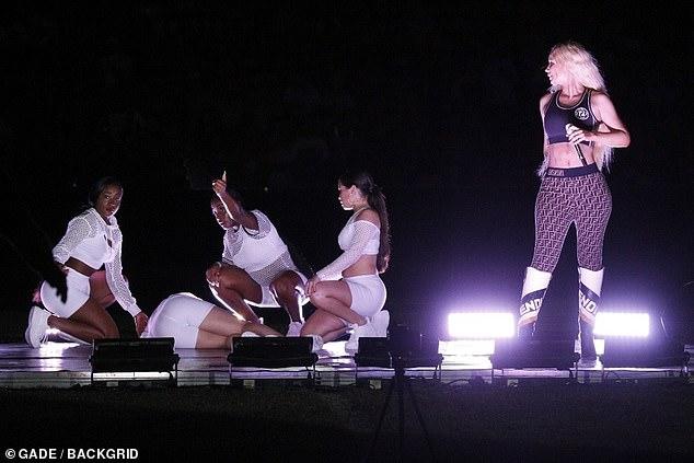 [VIDEO] Bailarina de Iggy Azalea colapsa y convulsiona en pleno show