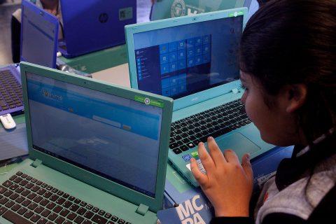 Resultado de imagen para Junaeb entregará 130 mil computadores: La iniciativa busca democratizar el acceso a la tecnología