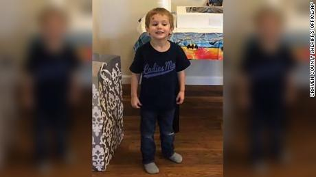 Niño de tres años que desapareció de su casa es encontrado con vida. Los detalles del caso