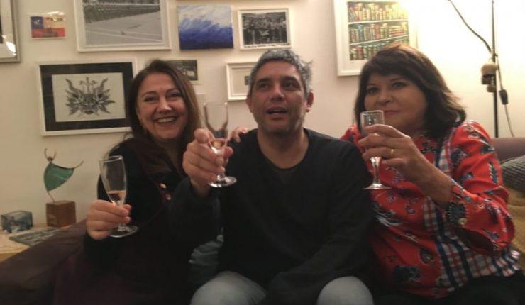 Palma Salamanca se fotografió celebrando junto a dos sobrevivientes de la dictadura