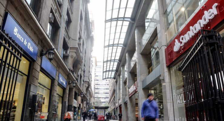 7 bancos responderán ante casos de fraude tras acuerdo con Sernac