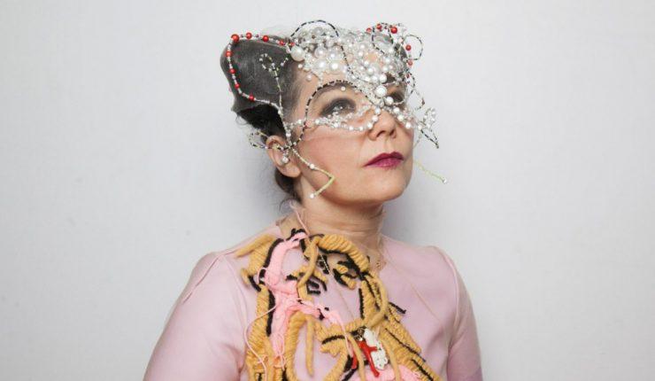 Björk lanzará exclusiva reedición de su discografía en nueve cassettes de color