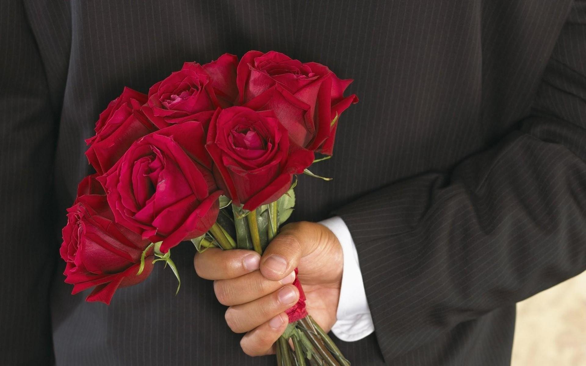 Por Qué Los Hombres Deberían Dejar De Regalar Flores Y