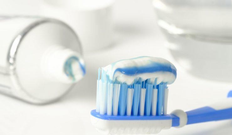 Muere una niña por una reacción alérgica a la pasta de dientes