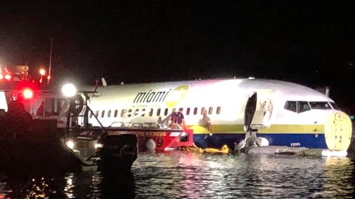 Cae Boeing 737 a río en Florida