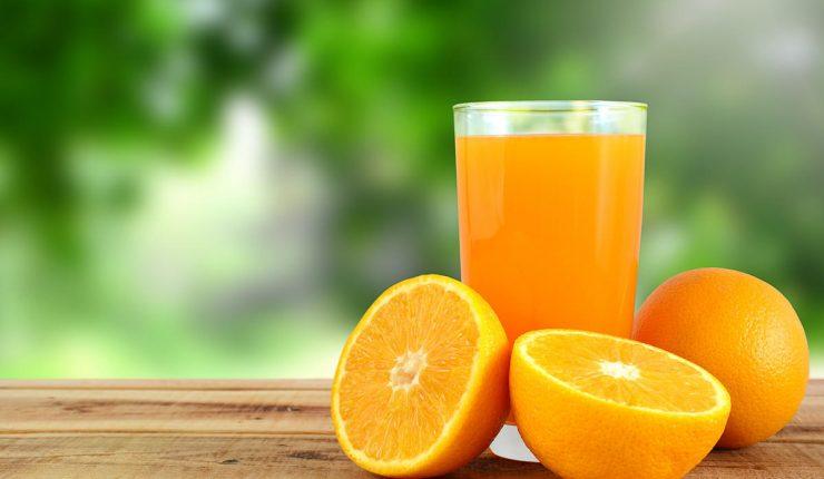 Jugo de naranja, más dañino y letal que un refresco, revela estudio