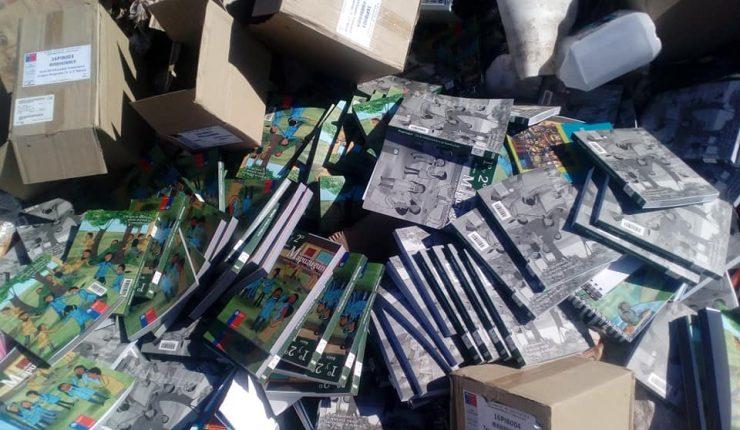 Desperdicio: Libros de mapudungún del Mineduc aparecen en vertedero municipal de Vicuña