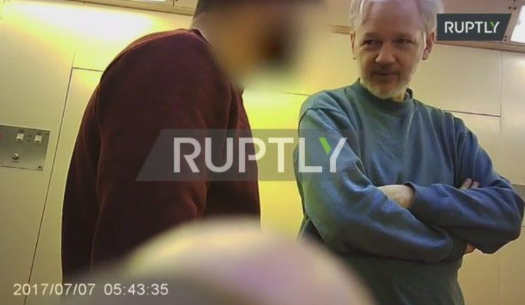 Filtran video de Assange dentro de prisión en Londres