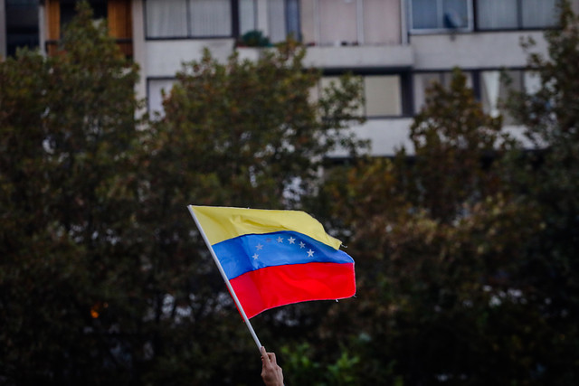 Venezuela cambia medidas de ingreso a chilenos: Deberán solicitar