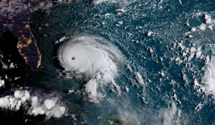 Florida en suspenso a la espera de Dorian