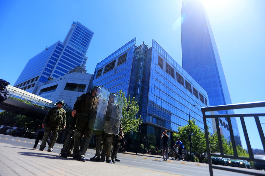 Costanera Center anuncia que este jueves estará cerrado tras manifestaciones en Providencia - CNN Chile