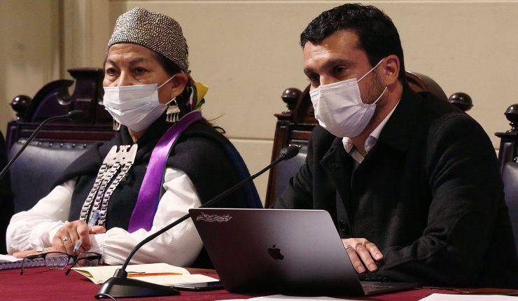 """Diputados UDI tildaron de """"pequeños dictadorcillos"""" a Loncón y Bassa tras  la aprobación de reglamentos en la CC"""